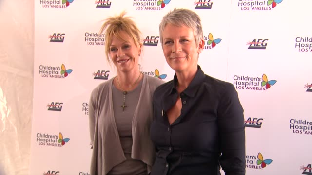 melanie griffith jamie lee curtis at the heidi klum jamie lee curtis join children's hospital los angeles for 5k walk street party lighting ceremony... - melanie griffith stock videos and b-roll footage