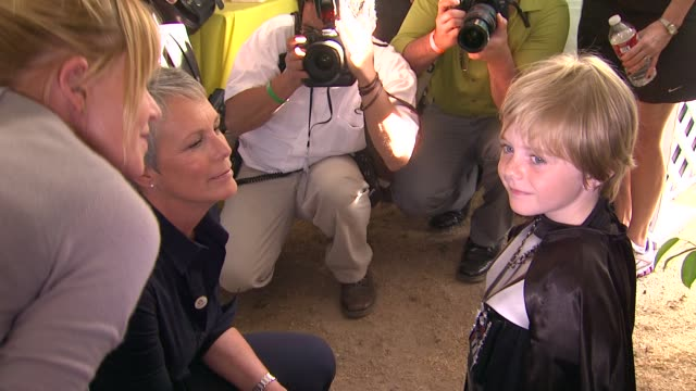 melanie griffith jamie lee curtis max page at the heidi klum jamie lee curtis join children's hospital los angeles for 5k walk street party lighting... - melanie griffith stock videos and b-roll footage