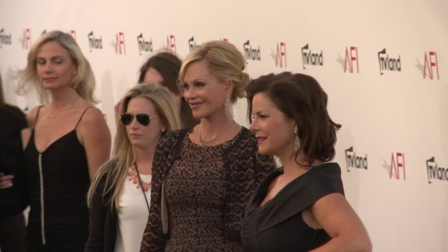 vídeos de stock e filmes b-roll de melanie griffith, marcia gay harden at shirley maclaine honored with the 40th afi life achievement award melanie griffith, marcia gay harden at... - melanie griffith