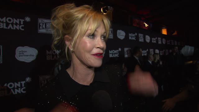 vídeos de stock, filmes e b-roll de interview melanie griffith on preparing for the show at american airlines theatre on november 17 2014 in new york city - melanie griffith