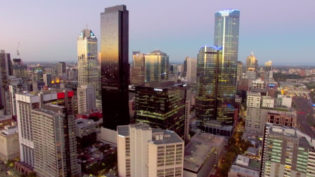 melbourne cbd at twilight from above. - david ewing stock-videos und b-roll-filmmaterial