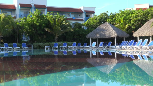 melia cayo santa maria hotel in the morning hours. the image shows the beautiful pool with transparent water and the architecture of the famous... - infinity pool stock videos & royalty-free footage