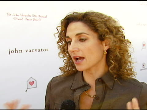 melina kanakaredes on how she got involved with john varvatos and the annual event, on stuart house, on macy gray at the john varvatos 5th annual... - メイシー グレイ点の映像素材/bロール