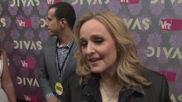 melissa etheridge talking about the new generation of divas her career longevity and balancing work and family at the 2009 vh1 divas red carpet at... - vh1 divas stock videos and b-roll footage