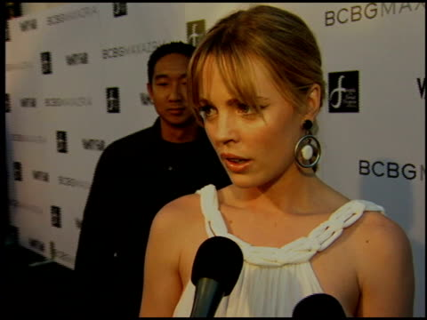 stockvideo's en b-roll-footage met melissa george at the bcbg max azria store opening on august 18 2005 - bcbg max azria