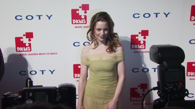 melissa george at the dkms' 4th annual gala linked against leukemia arrivals at new york ny - melissa george stock videos & royalty-free footage