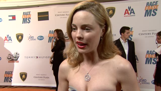 vídeos de stock e filmes b-roll de melissa george on being a part of the night, what she's most looking forward to at the 16th annual race to erase themed 'rock to erase at los angeles... - race to erase ms