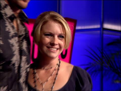 melissa joan hart and mark wilkerson walking the 2007 mtv video music awards red carpet - melissa joan hart video stock e b–roll