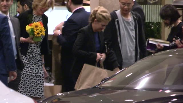 melissa joan hart greets fans departing the 2014 families matter benefit and celebration in beverly hills on march 26, 2014 in los angeles,... - melissa joan hart video stock e b–roll