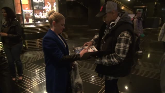 melissa joan hart signs for fans in the lobby of nbc studios in rockefeller center in celebrity sightings in new york, 10/30/13 melissa joan hart... - rockefeller centre stock videos & royalty-free footage