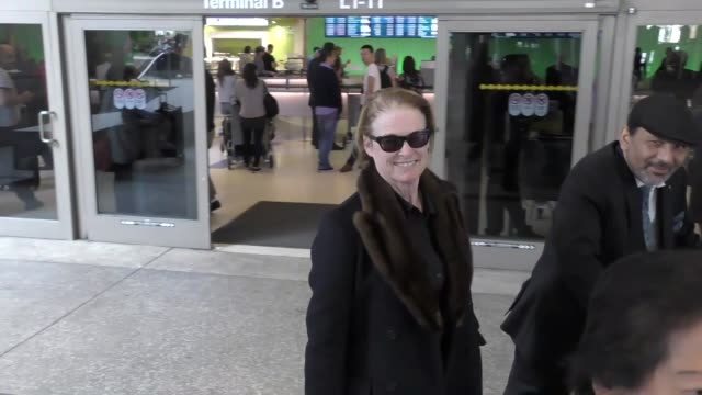 vídeos de stock, filmes e b-roll de melissa leo arriving at lax airport in los angeles in celebrity sightings in los angeles - melissa leo