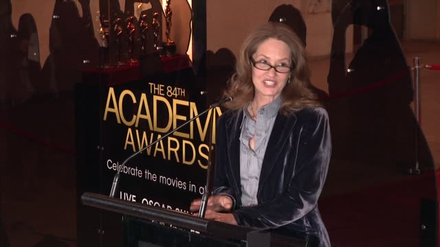 vídeos de stock, filmes e b-roll de melissa leo describes what one can do at the exhibit at 84th annual academy awards 'meet the oscars' at new yorks grand central terminal on 2/22/12... - melissa leo