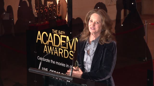 vídeos de stock, filmes e b-roll de melissa leo invites everyone to watch the oscars on sunday where she'll be presenting and which she says will be hosted by billy crystal at 84th... - melissa leo