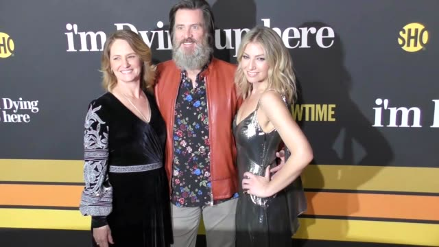 melissa leo, jim carrey & ari graynor at the premiere of showtime's 'i'm dying up here' - arrivals on may 31, 2017 in los angeles, california. - showtime video stock e b–roll