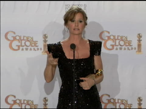 vídeos de stock, filmes e b-roll de melissa leo on her career as an actor at the 68th annual golden globe awards - press room at beverly hills ca. - melissa leo