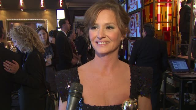 vídeos de stock, filmes e b-roll de melissa leo on her role in the film 'the fighter' at the 68th annual golden globe awards - backstage photo booth at beverly hills ca. - melissa leo
