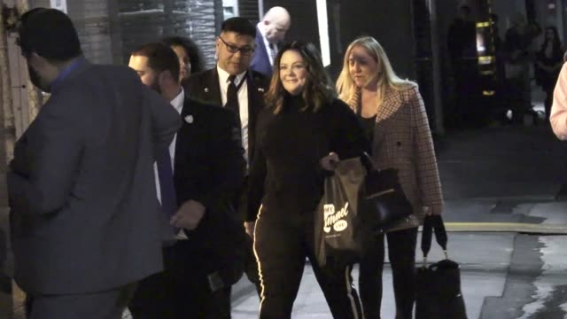 melissa mccarthy arrives at jimmy kimmel live at el capitan theatre in hollywood in celebrity sightings in los angeles, - el capitan theatre stock videos & royalty-free footage