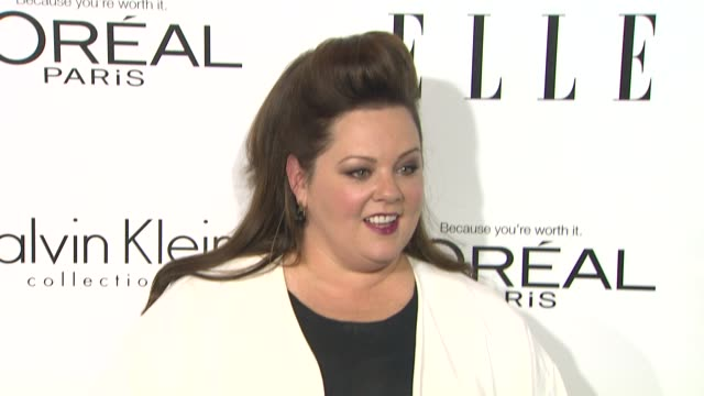 """melissa mccarthy at 20th annual elle """"women in hollywood"""" in beverly hills, ca on 10/21/13 . - メリッサ・マッカーシー点の映像素材/bロール"""