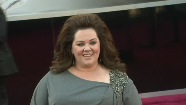 melissa mccarthy at 85th annual academy awards - arrivals on 2/24/13 in los angeles, ca . - メリッサ・マッカーシー点の映像素材/bロール