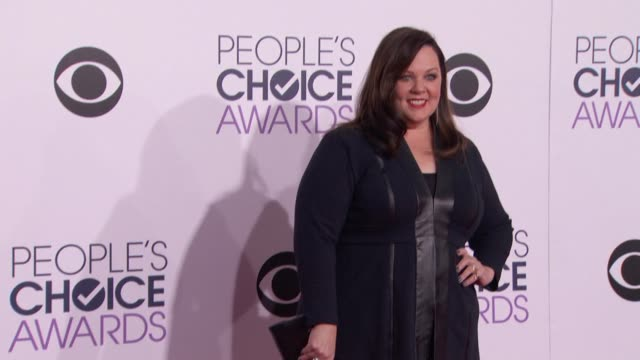 melissa mccarthy at people's choice awards 2015 in los angeles ca - 2015 stock-videos und b-roll-filmmaterial