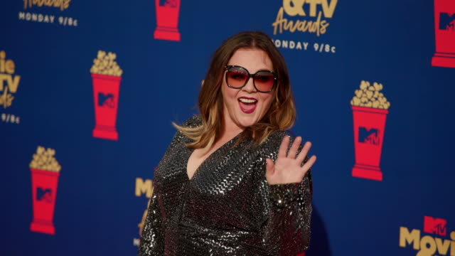 melissa mccarthy at the 2019 mtv movie & tv awards - メリッサ・マッカーシー点の映像素材/bロール