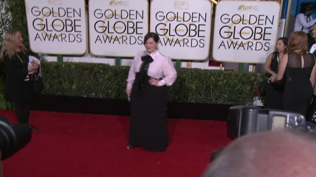 vídeos y material grabado en eventos de stock de melissa mccarthy at the 72nd annual golden globe awards arrivals at the beverly hilton hotel on january 11 2015 in beverly hills california - the beverly hilton hotel