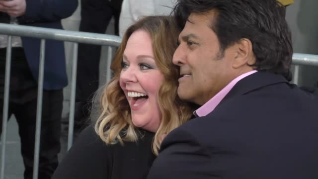 "melissa mccarthy & erik estrada at the ""chips"" los angeles premiere at tcl chinese theatre on march 20, 2017 in hollywood, california. - tcl chinese theatre stock videos & royalty-free footage"