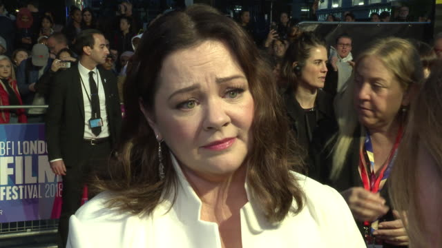 melissa mccarthy on being given a dramatic rather than a comedic character to play, on her chemistry with richard e grant, on writers being underpaid... - メリッサ・マッカーシー点の映像素材/bロール
