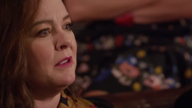 """vídeos de stock e filmes b-roll de melissa mccarthy's critically acclaimed star turn in """"can you ever forgive me?"""" shows the actress in a new light. she discusses the film with... - richard e. grant"""