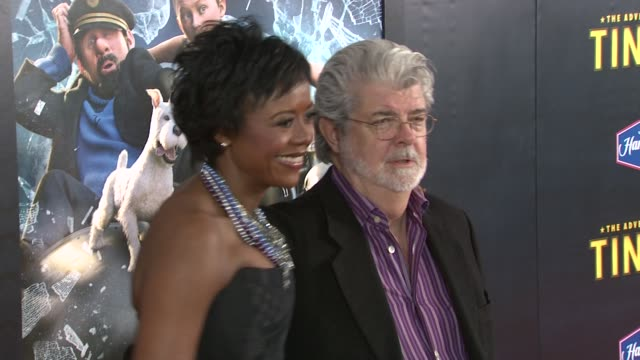 vídeos de stock, filmes e b-roll de mellody hobson and george lucas at us premiere of 'the adventures of tintin the secret of the unicorn' arrivals new york ny united states - george lucas