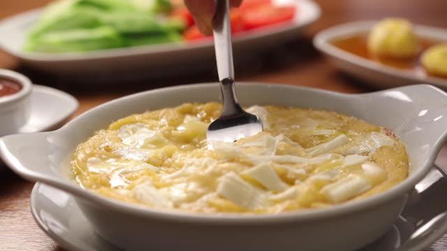 smält ost på tallrik - cheese bildbanksvideor och videomaterial från bakom kulisserna