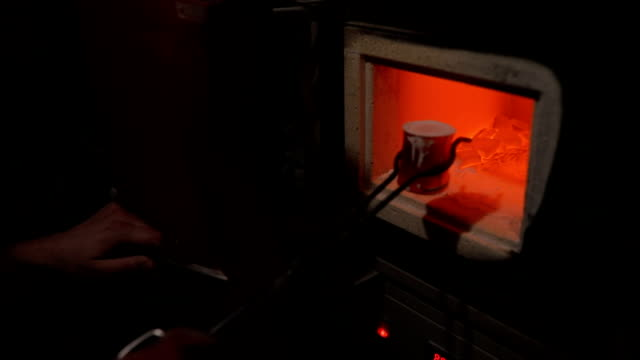 vídeos de stock e filmes b-roll de melted steel - fundir técnica de vídeo