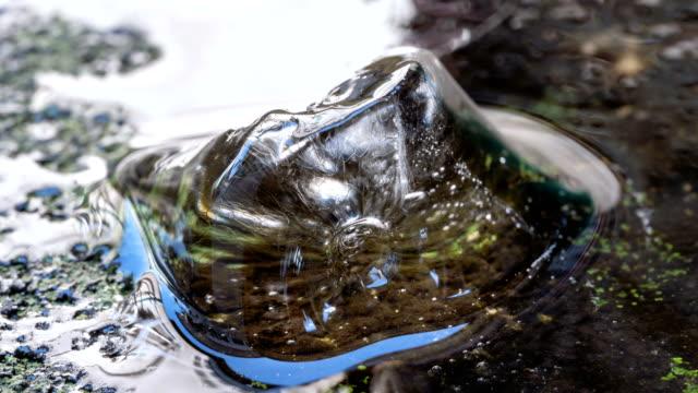 Smeltend ijs kubus time-lapse