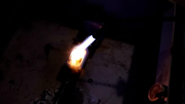 melting iron with bunsen burner - bunsen burner stock videos & royalty-free footage