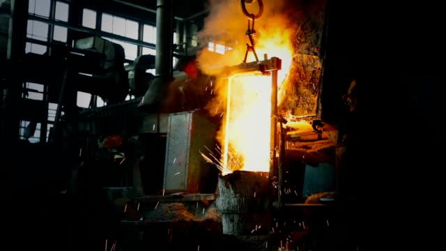Fondre dans la fonderie en métal