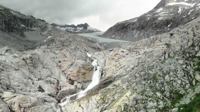 schmelzender rhonegletscher - schützen stock-videos und b-roll-filmmaterial