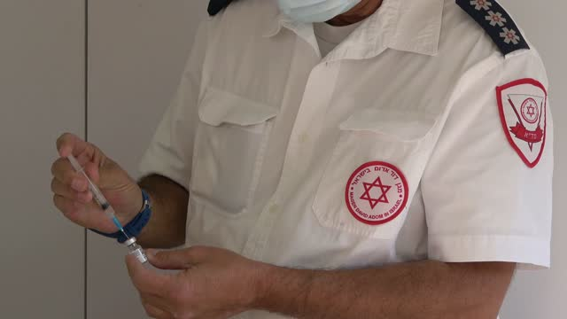 member of 'magen david adom' israel's national emergency medical service prepares a shot of the pfizer-biontech covid-19 vaccine at a mobile... - israel stock videos & royalty-free footage