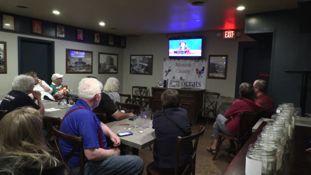vídeos de stock, filmes e b-roll de members for the monroe county democratic party watch the first night of democratic debates at the crazy horse bar wednesday june 26 2019 in... - bloomington indiana