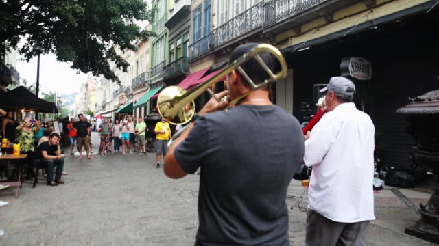 vídeos de stock, filmes e b-roll de members from the all that jazz band perform in the historic lapa district on september 20, 2014 in rio de janeiro, brazil. - músico