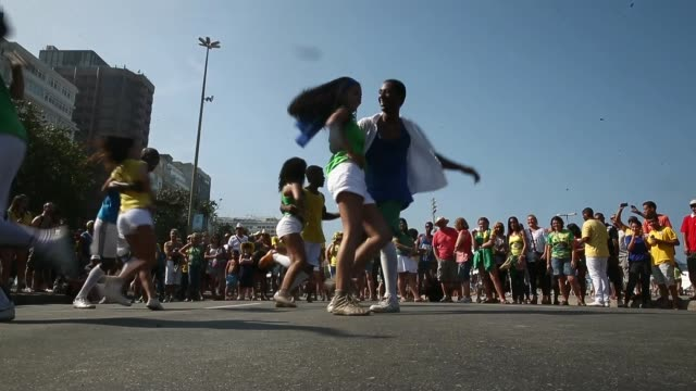 vídeos de stock e filmes b-roll de la ws members from the group cia dom based in the cantagalo favela performs in copacabana ahead of brazil's world cup match against colombia on july... - copacabana
