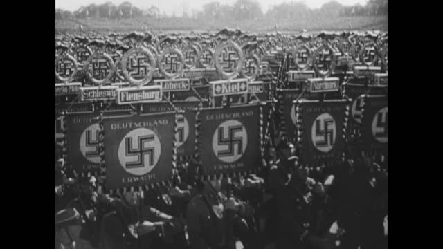 vídeos de stock, filmes e b-roll de members marching/ italian blackshirts marching/ japanese army troops marching - símbolo