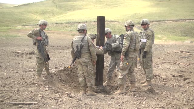 members of alpha company 898th brigade engineer battalion 81st stryker brigade combat team perform demolitions training on a demo range at the yakima... - 迫撃砲点の映像素材/bロール