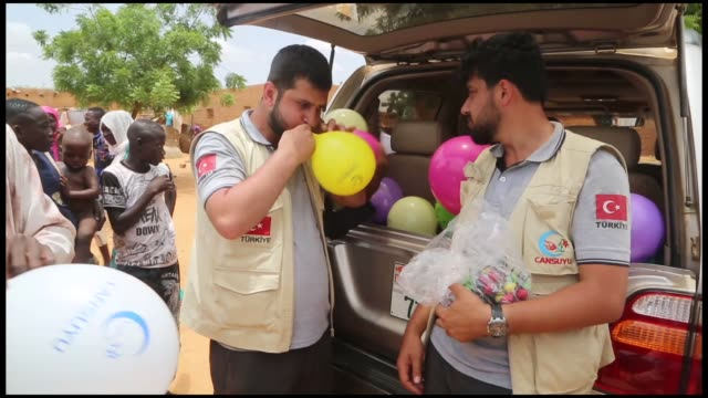 members of cansuyu charity and solidarity organization, a turkish aid agency, distribute meat from sacrificed animals to needy disabled people during... - ニアメ点の映像素材/bロール