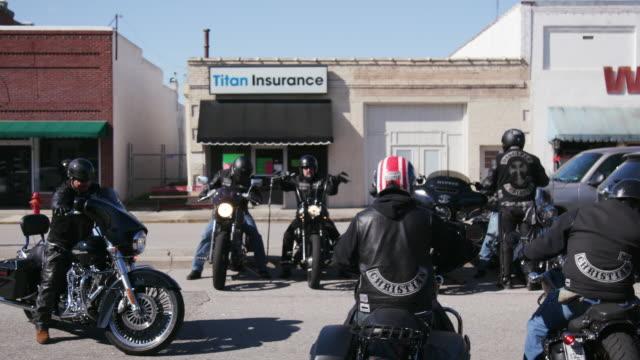 vidéos et rushes de members of christian motorcycle club park their bikes - motard