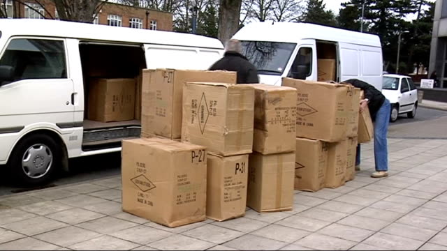 members of fake burberry gang to be sentenced; england: london: men removing boxes containing fake burberry goods from vans and piling them on... - künstlich stock-videos und b-roll-filmmaterial
