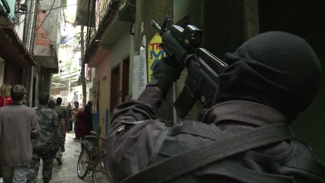 stockvideo's en b-roll-footage met members of frances national gendarmerie intervention group and brazils elite police, bope, shared knowledge in anti-terrorism drills and security... - rampenoefening