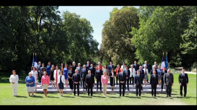 44 members of french prime minister jean castex's government 43 members plus the president emmanuel macron respect social distancing amid the covid... - plusphoto stock-videos und b-roll-filmmaterial