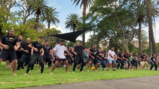 members of haka for life and māori leaders prepare to welcome dignitaries during an anzac day service at redfern on april 25, 2021 in sydney,... - anzac day stock videos & royalty-free footage