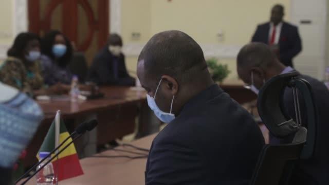 stockvideo's en b-roll-footage met members of mali's 'june 5' protest movement meet with an ecowas delegation - 2 5 maanden