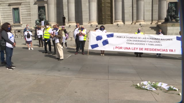vídeos de stock e filmes b-roll de members of non-governmental organisations hold placards as they march from the parliament building towards the health ministry building during a... - edifício do parlamento